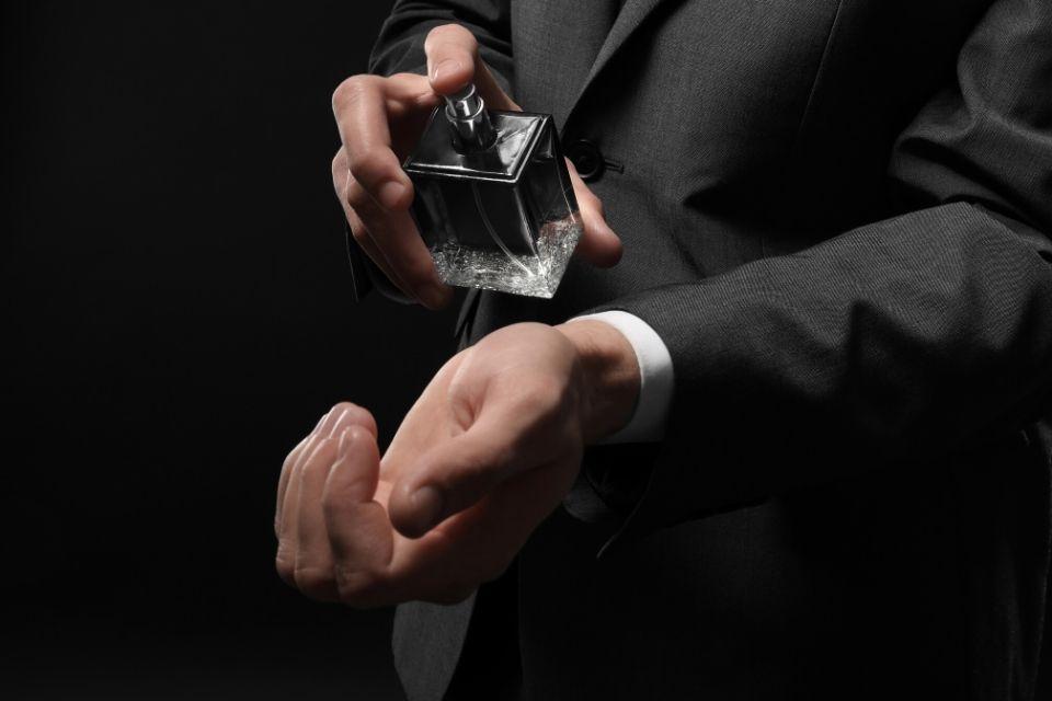 手首に香水